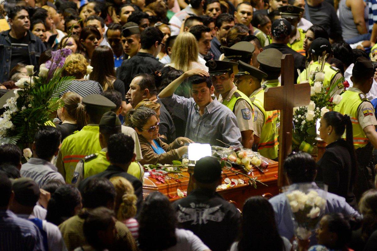 Funeral de Sharon La Hechicera.