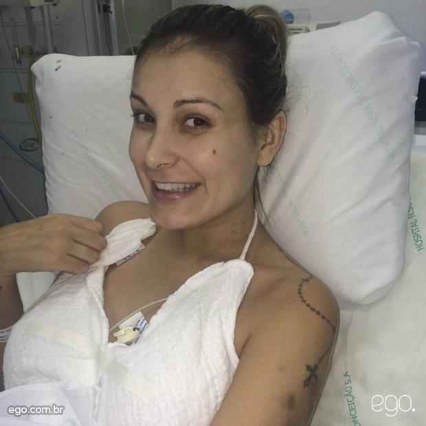 Andressa Urach após cirurgia plástica.