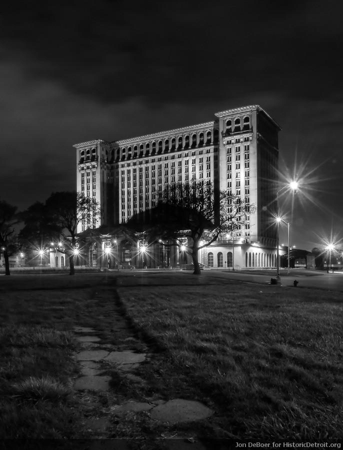 1988 : Last Train Pulls Out of Detroit's Michigan Central Station