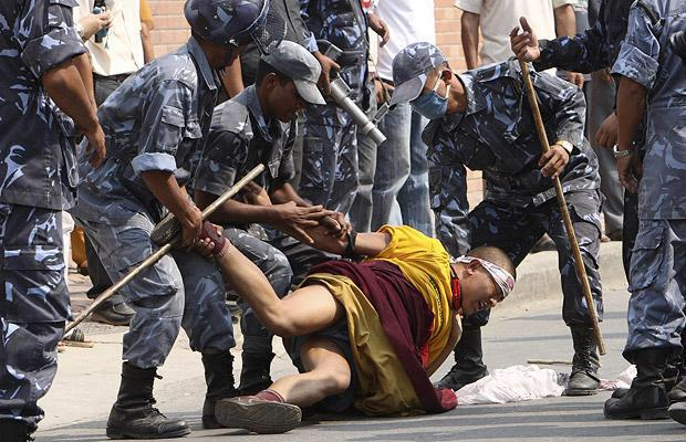 """Nepal depends on China for financial aid has meant that the freedom of Tibetan refugees has been curtailed"" #Tibet http://t.co/Ca9F7yv24p"