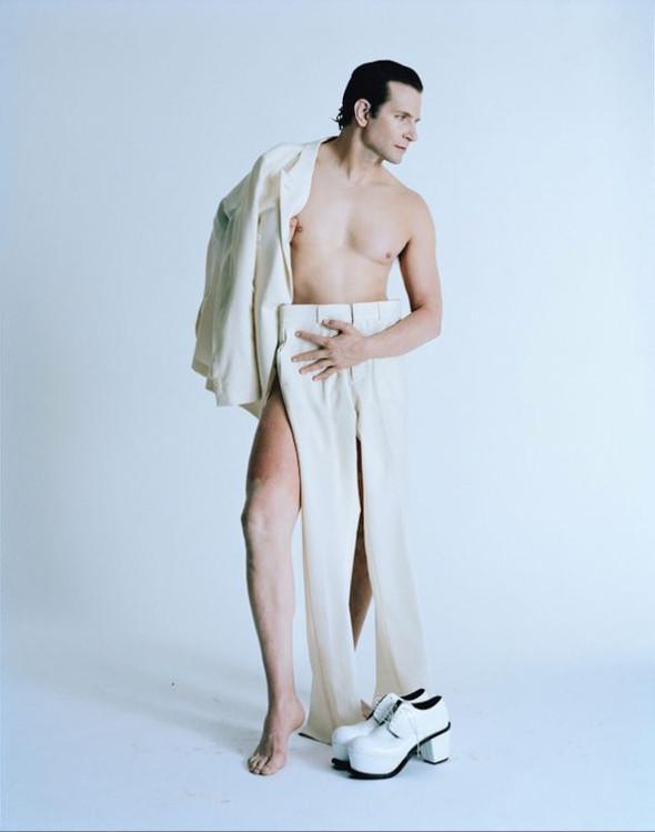 Bradley Cooper nu para a revista W