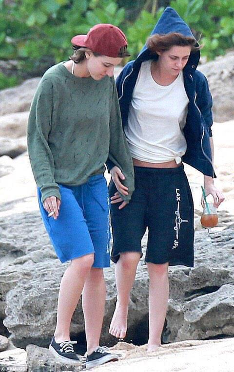 Fotos de Kristen Stewart beijando namorada