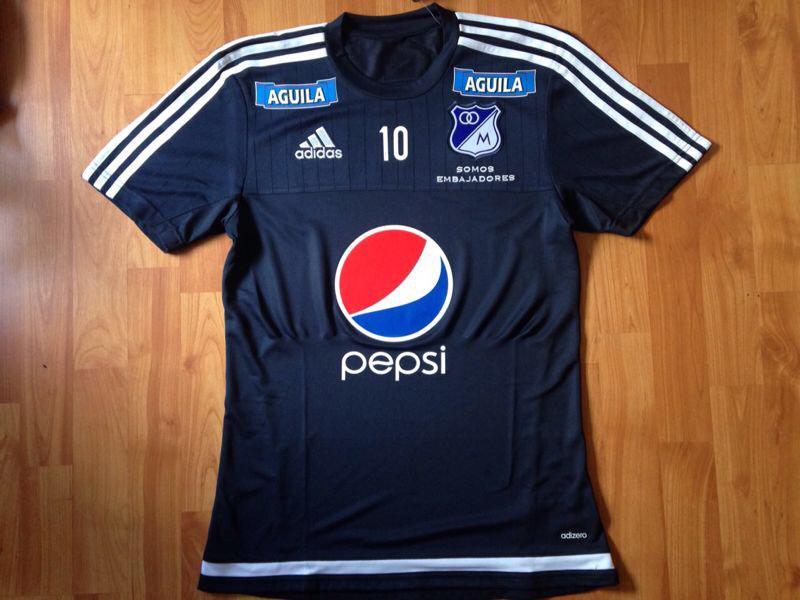 """2378fca0ad1e3 """" LemasaCDLM  Elegante y sencilla una de las camisetas de Entrenamiento de   Millonarios pic.twitter.com 6gxhtoLOBS"""""""