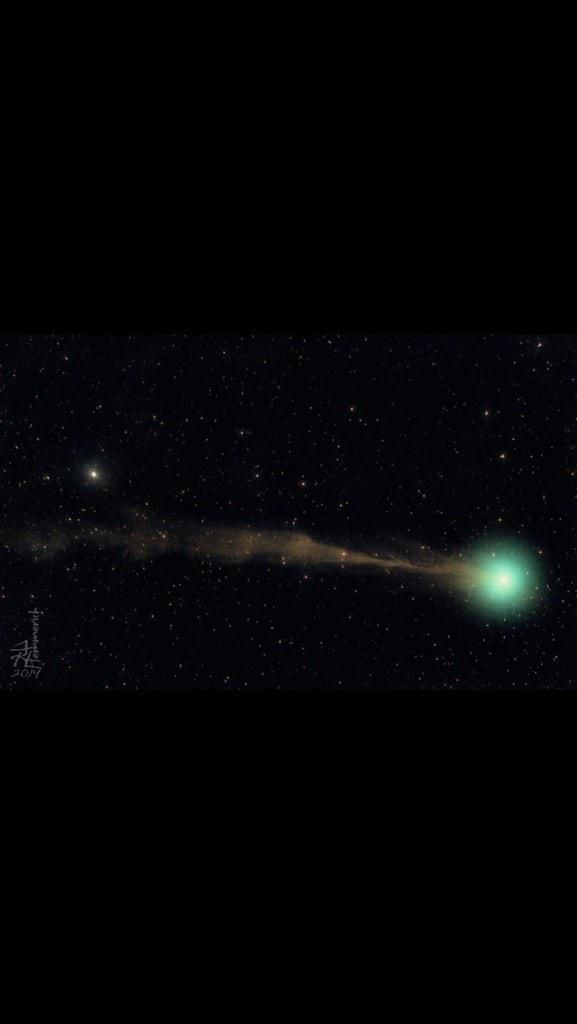 "Phil Plait on Twitter: ""The single most ridiculously holy wow photo of Comet Lovejoy you're likely to see. http://t.co/r56la8uXjn http://t.co/87OeYSqn13"""