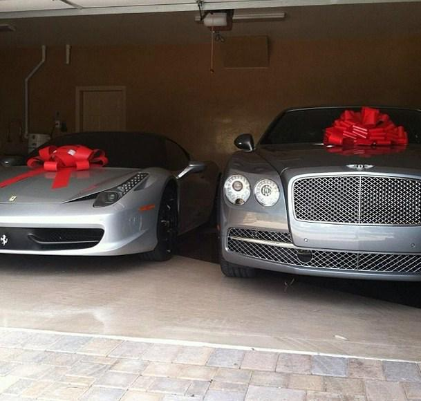 Mayweather e seus carros de presente.