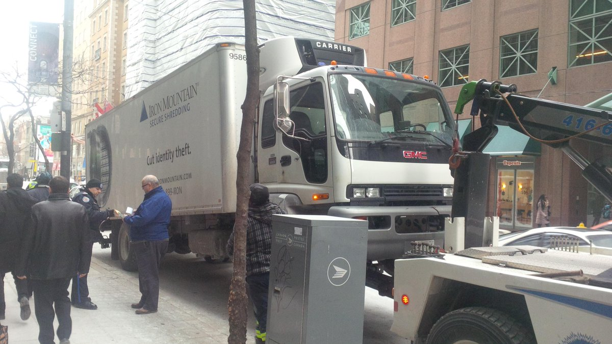 @IronMountain You know you shouldn't so don't,this is the new normal, 800 towing costs. #RushHourRoute @torontopolice http://t.co/hhj5xhDHMq
