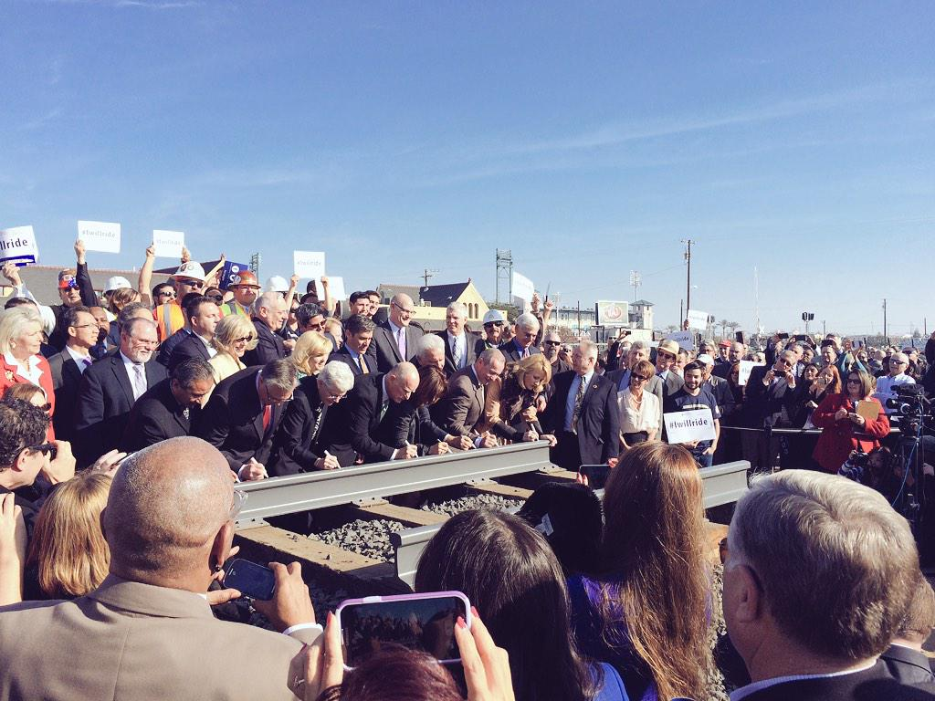 .@CaHSRA Hosts Official Groundbreaking Ceremony #iwillride     http://t.co/7DuKIDpjxo http://t.co/QkxNPKVmrj