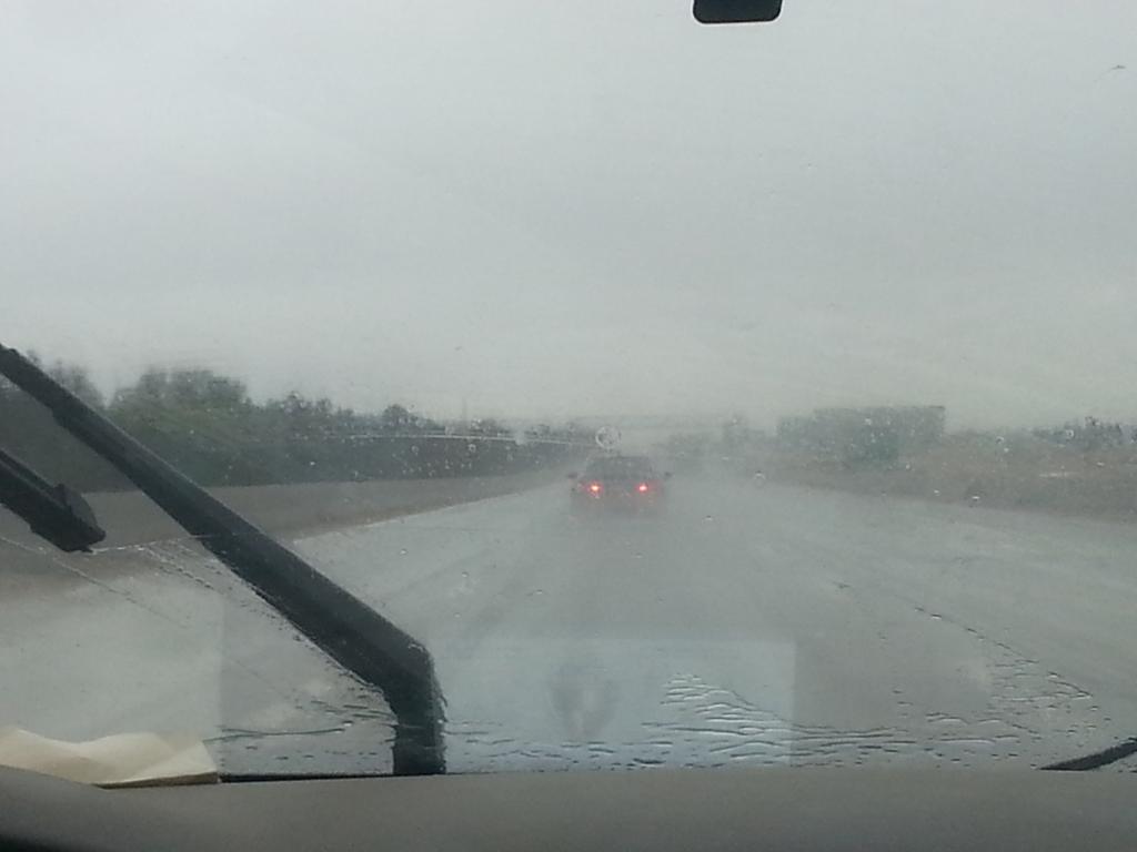 امطار قوية علي طريق مصر اسكندربة الصحراوي من عند الكيلو 120 #bey2ollak http://t.co/sUzAzDxpc1