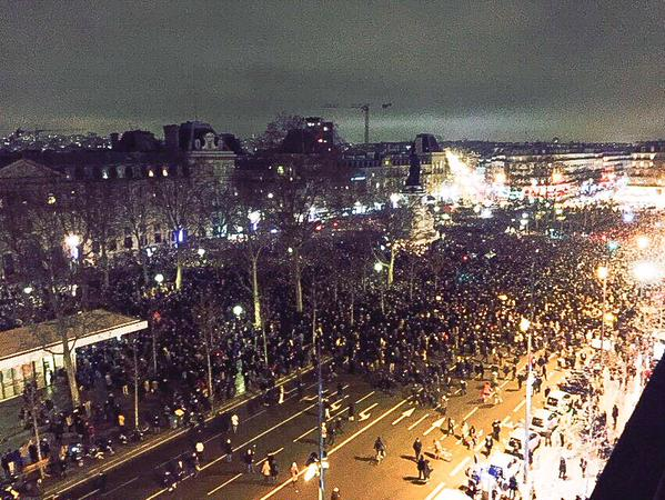 Gives me chills *Holds pen high* RT @chmeredith: This is Paris right now. #CharlieHebdo #JeSuisCharlie #ParisShooting http://t.co/9uB15rE7kW