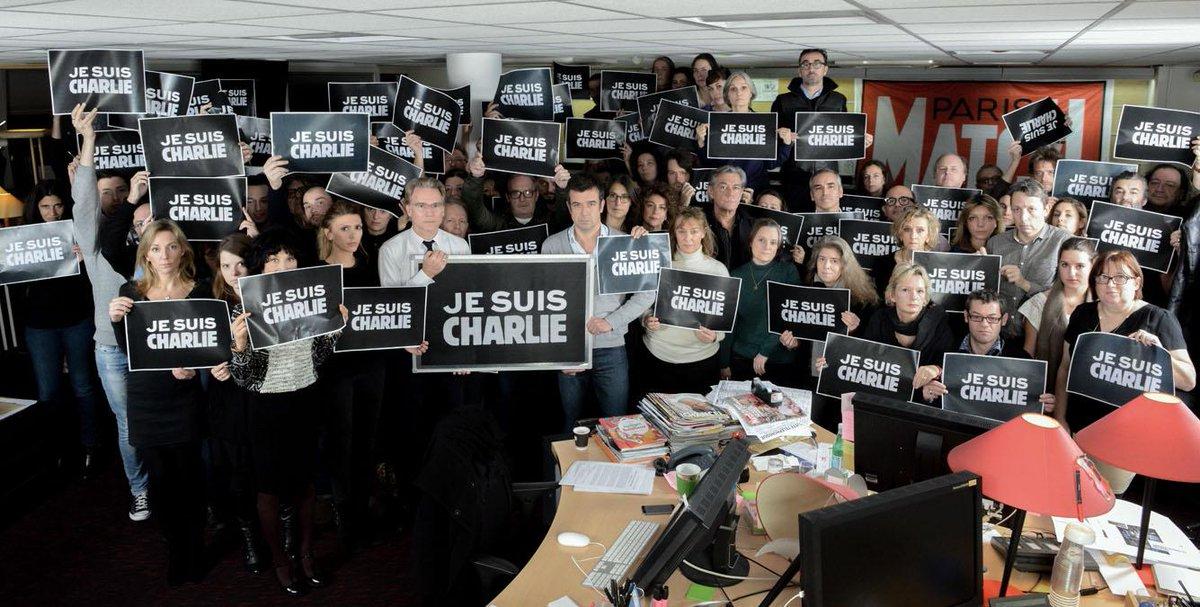 La rédaction de Paris Match soutient la grande famille endeuillée de Charlie Hebdo  #JesuisCharlie Photo: X.Imbert http://t.co/APN0b0882F