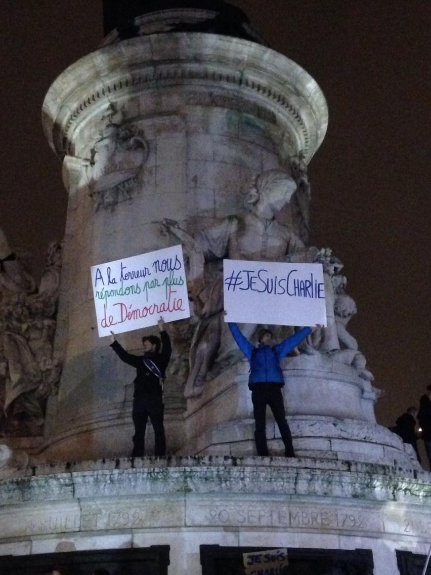 À la terreur nous répondrons par plus de démocratie! #charliehebdo par @julie bâti u http://t.co/wv1Gto47iY