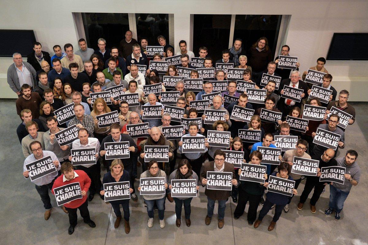 Les journalistes de @lalibrebe et @ladh se mobilisent pour Charlie Hebdo #JeSuisCharlie http://t.co/wty7jmiI9X http://t.co/egpeDqHHPy