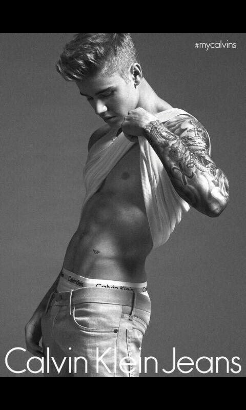 Fotos de Justin Bieber de cueca na Calvin Klein