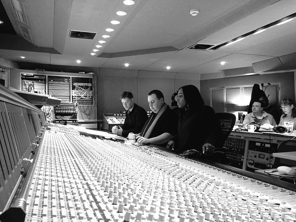 RT @TheBodyguardUK: We're back at @AbbeyRoad with @alexandramusic! We wonder what we could be doing...! #TheBodyguardTour http://t.co/E98aV…