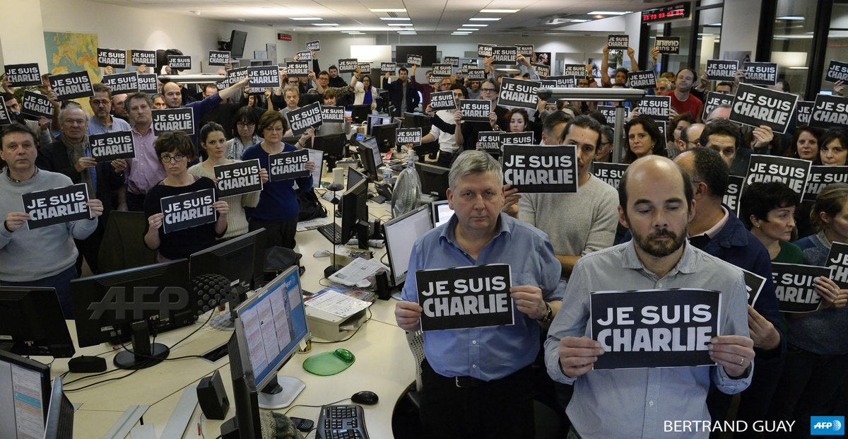 #JeSuisCharlie tribute to #CharlieHebdo at #AFP news room in Paris http://t.co/J1vTDttDwg