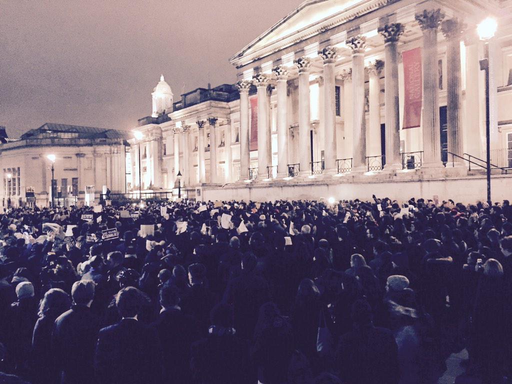 Trafalgar Square - #London #JeSuisCharlie #CharlieHebdo http://t.co/Y0LsVRaSg8