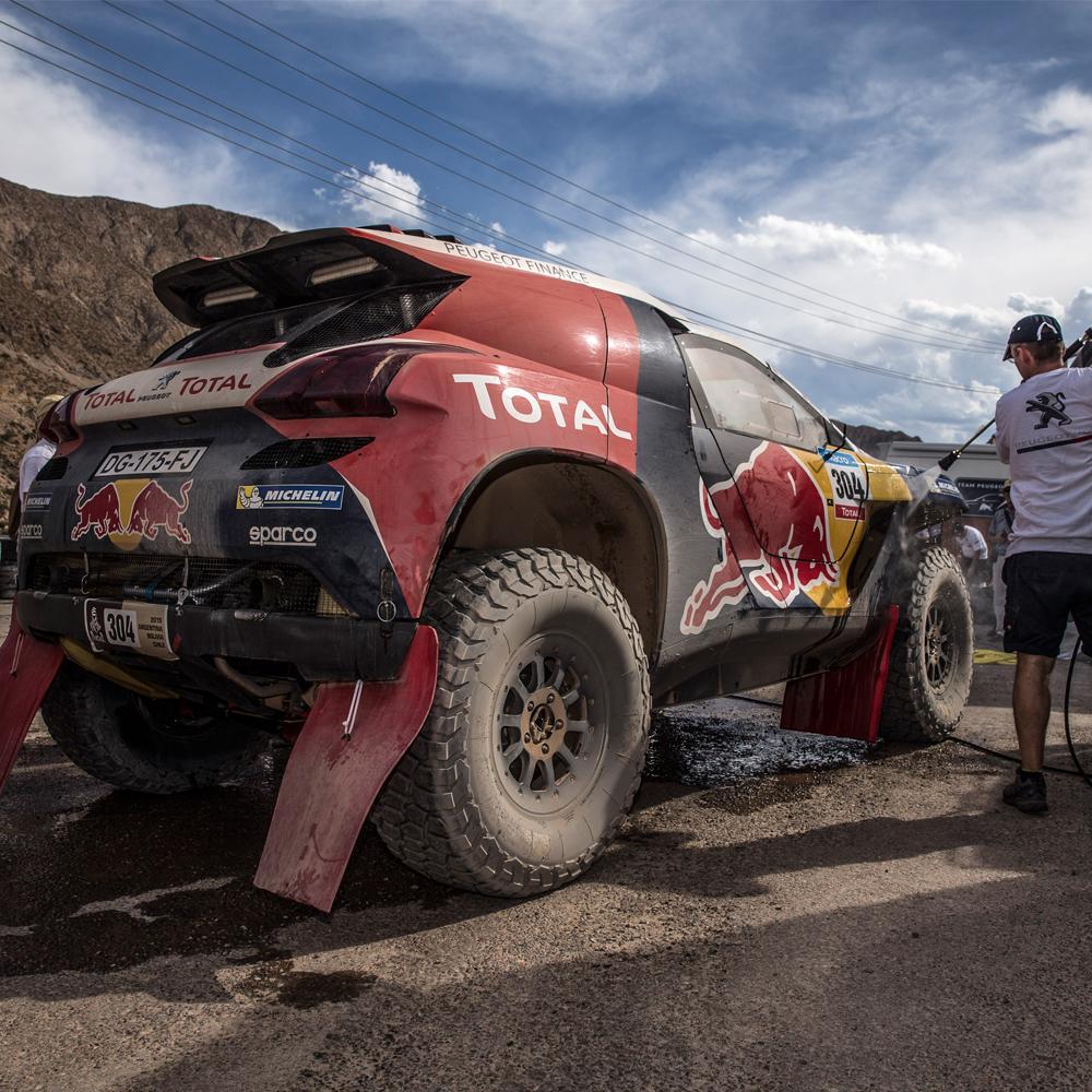 The #Peugeot2008DKR gets ready for a wash after a long day. #Dakar #DakarRally #Dakar2015 #Peugeot http://t.co/hawBI4WEdu