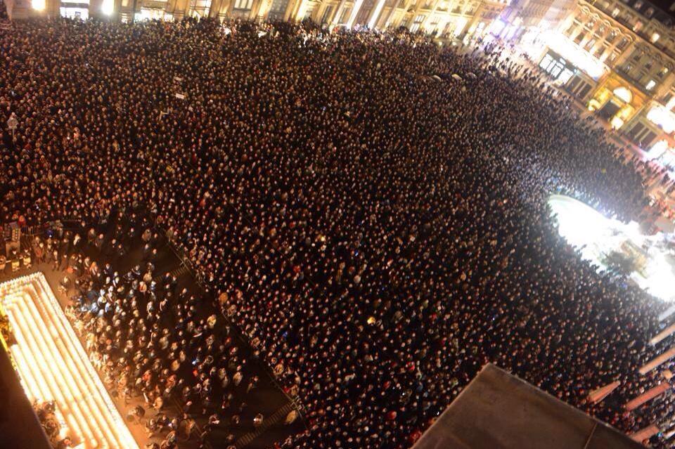 #JeSuisCHARLIE à Lyon - Place des Terreaux