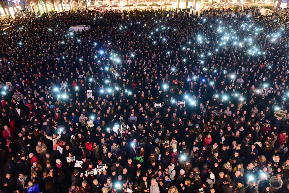 Paris attack  http://t.co/Og500wF4Js #CharlieHebdo http://t.co/eqsx790QPz