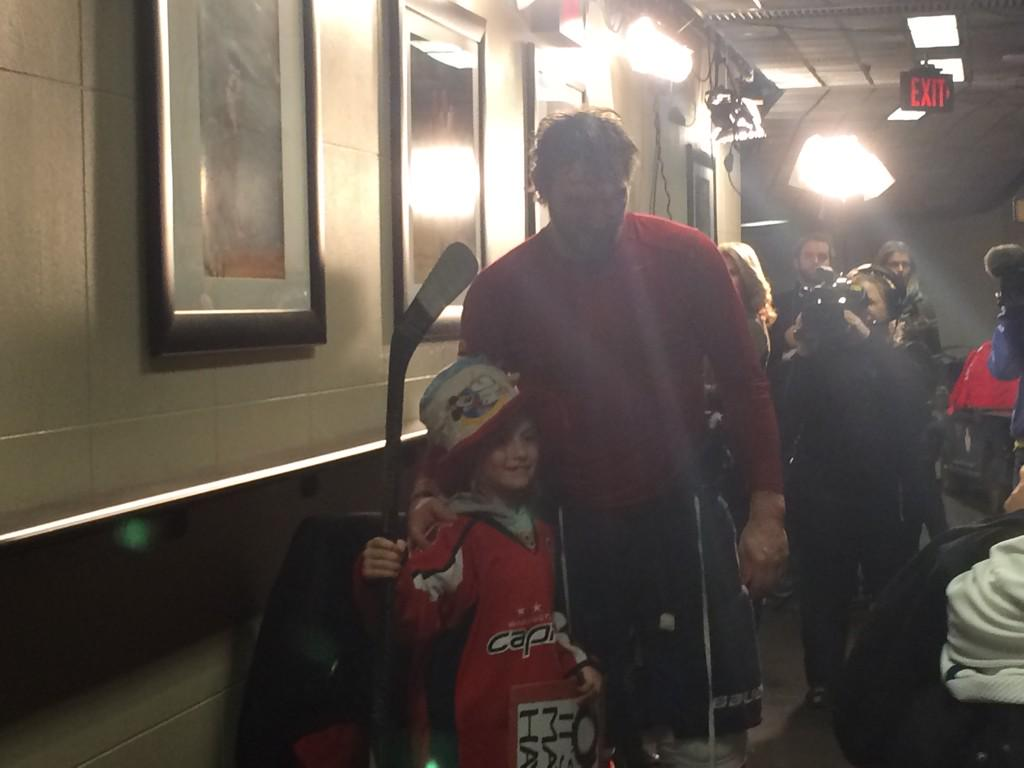 """Ovechkin to young fan: """"Sorry I couldn't give you stick during warmup. Here you go."""" http://t.co/PBPc0TFMp4"""