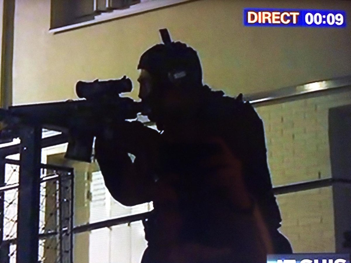Strange situation in #Reims. French TV shows police anti terror operation, but public still walking around area. http://t.co/pwgpIhHvjV