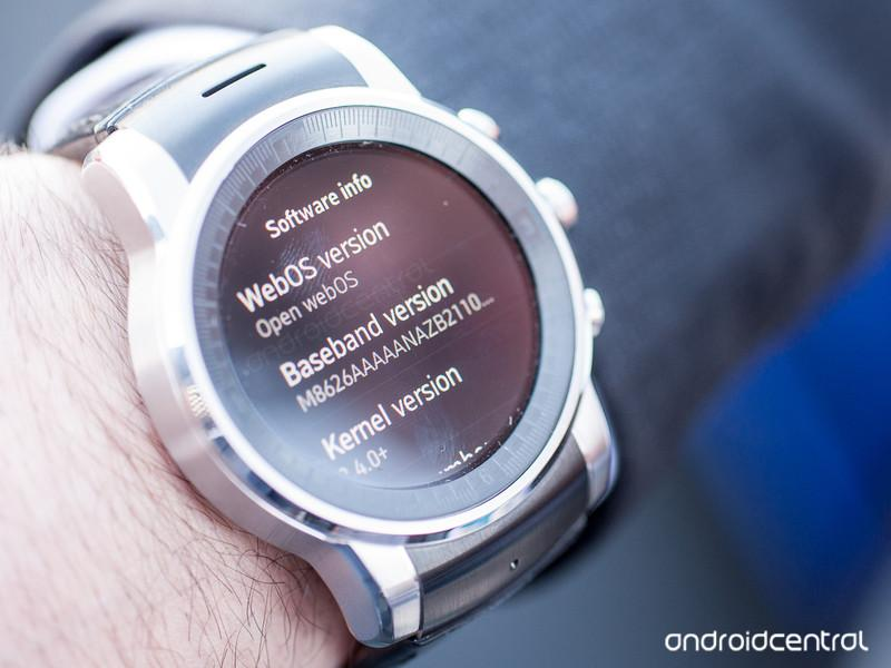 That new LG smartwatch runs webOS. Oh. My. God. http://t.co/4hHc55wECz http://t.co/WsZvTsm1Kt