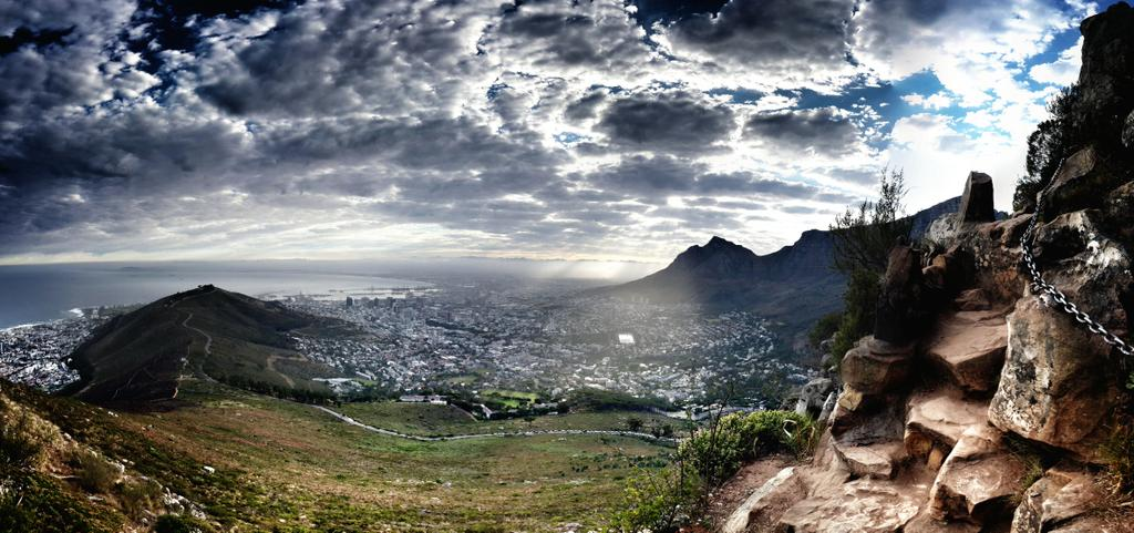 Some gorgeous #cloudporn up on @LionsHeadCPT this morning. Hello @CapeTown, rise and shine! http://t.co/XTGNeo02vP