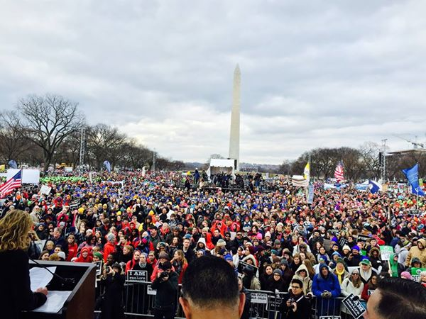 Look at and pray with these hundreds of thousands of marchers!! #prolife #whywemarch (photo credit: @austinruse) http://t.co/MCVkhtzuxR