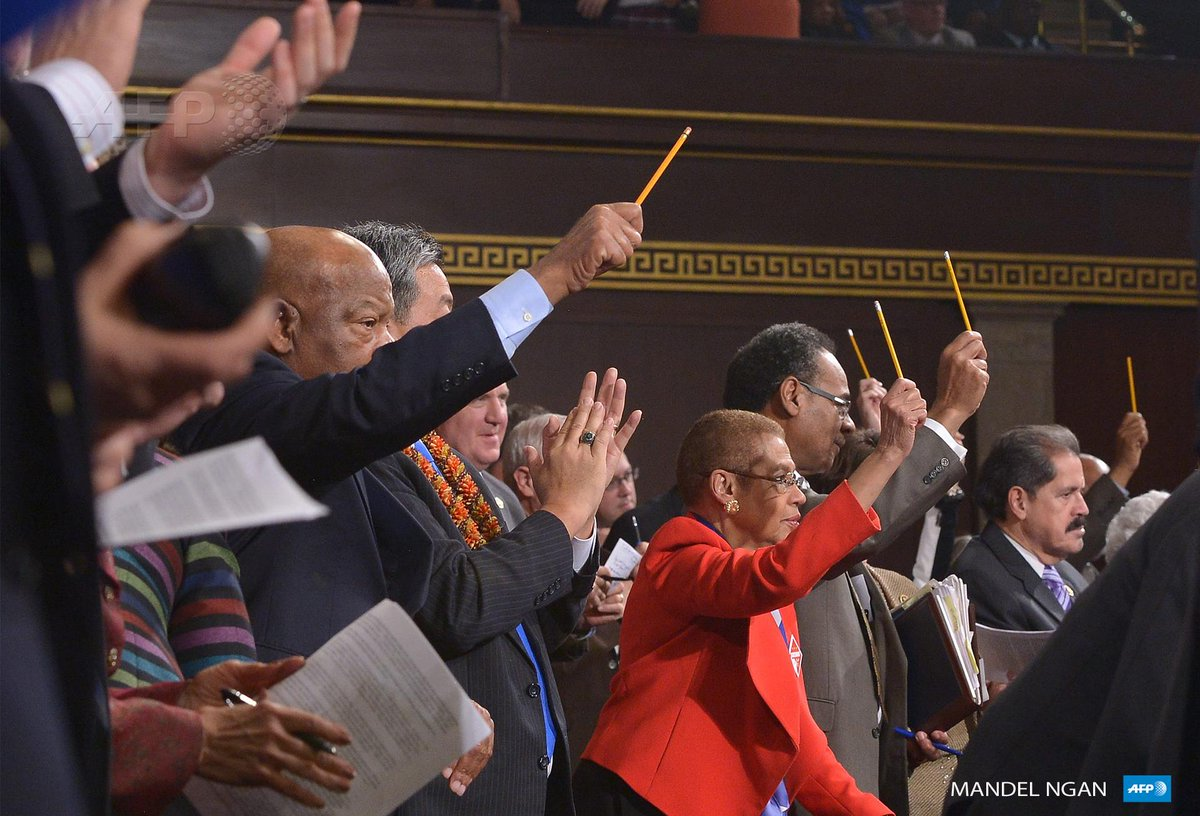 Lawmakers Pay Tribute To Charlie Hebdo Victims By Holding Up Pencils During State Of The Union