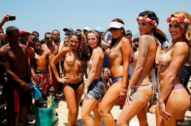 Bonnaroo topless girls
