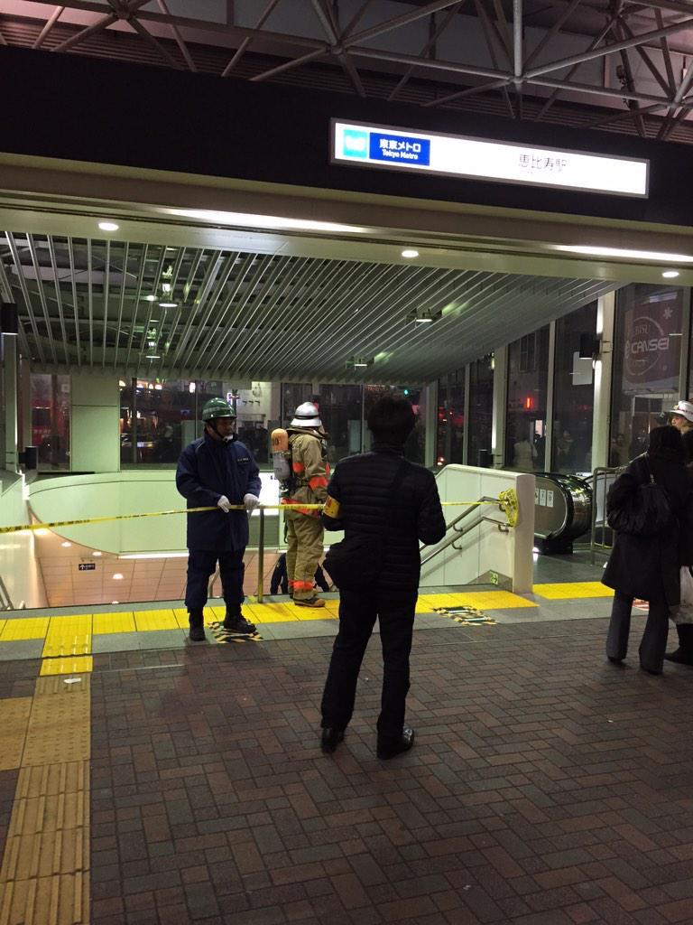 地下鉄日比谷線恵比寿駅入口閉鎖中です。ご利用のかたはお気をつけください。 http://t.co/NihuBzQa6e