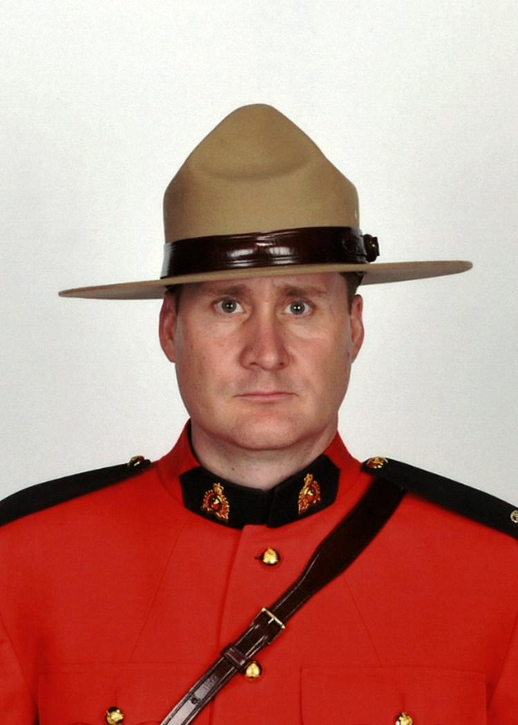 BREAKING: Cst. David Wynn, 42, has died in hospital, RCMP say. He was shot in St. Albert on Saturday. #yeg http://t.co/GyPaxXo8Gq