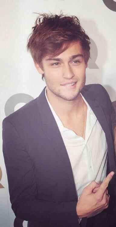 Douglas Booth. Yes please http://t.co/9q4P9uG71a