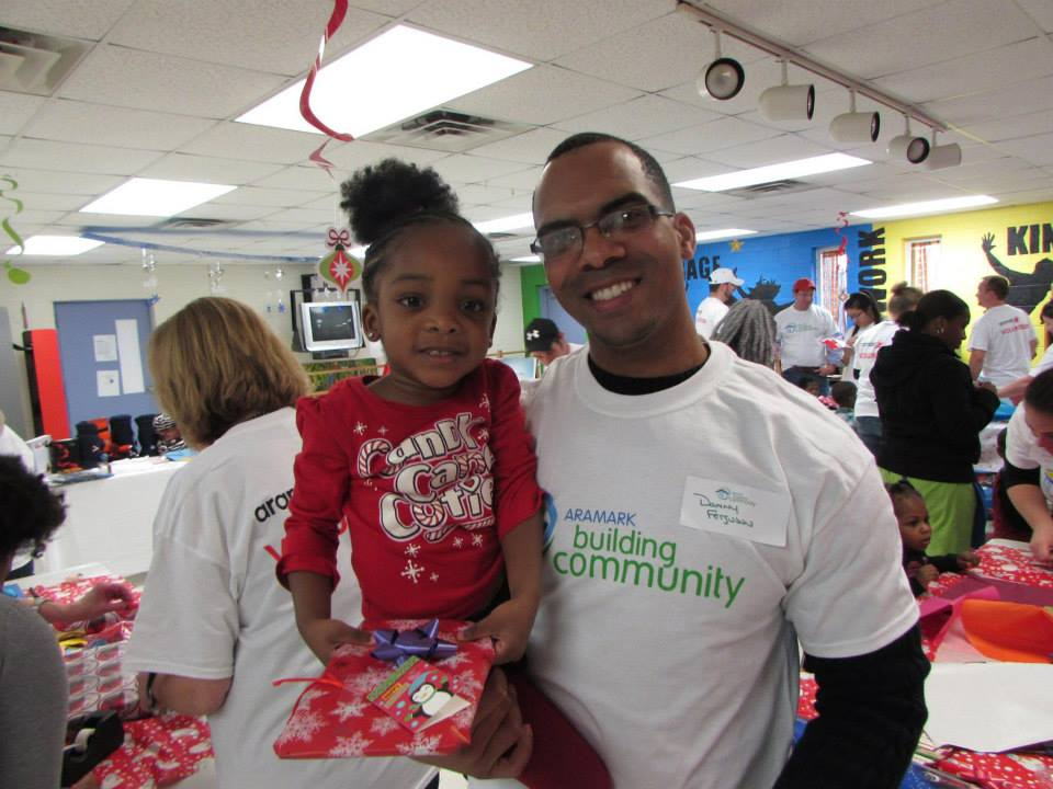 At #Aramark we get to team up with @CityYear to volunteer within local communities to really make a difference! http://t.co/JF74ZSjYbf
