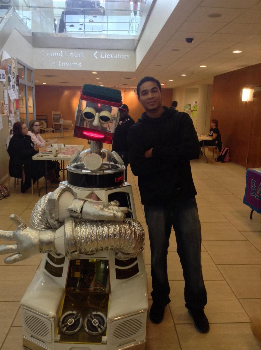 Hey Florida students #cf122 Im Jonathan Wright . I'm an Sustainable Construction Management Engineer #nifkin http://t.co/gUzjJwyalQ