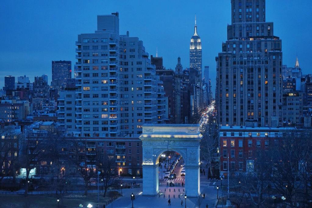 Glitter, New York City. ✨  http://t.co/8geQ5l4i3f http://t.co/N0YlelNr8N