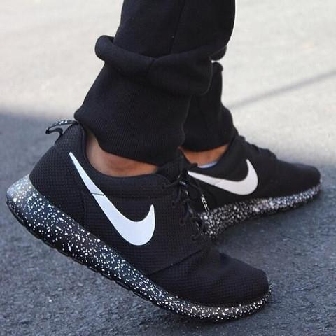 Suck My Apparel on Twitter: RT for these馃敟Oreo Nike Roshe shoes