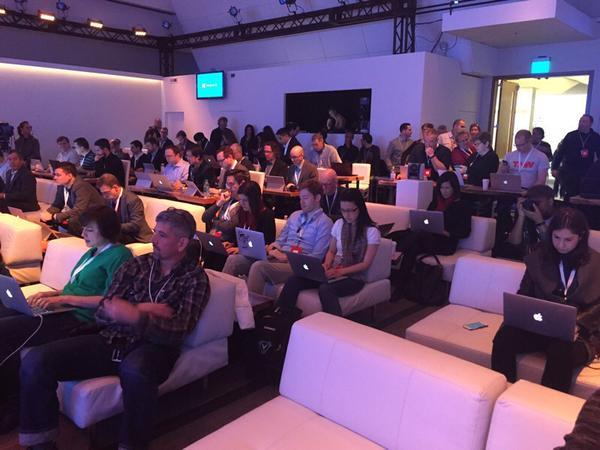 Press at the Windows 10 event also looks like an Apple ad :) http://t.co/WpTg30Ckrw (via @AustenAllred) http://t.co/jdw1WSb5UI