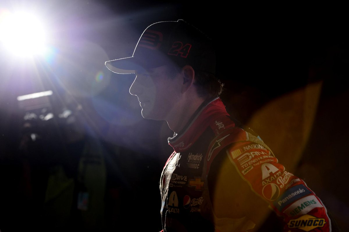 HAPPENING NOW: Jeff Gordon announces 2015 will be his final full-time NASCAR season: http://t.co/muB5TxFyda http://t.co/5SuD2cAyHM