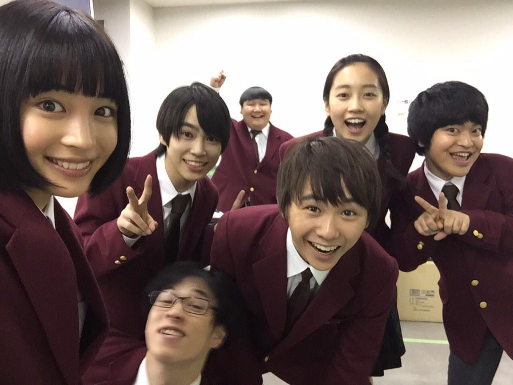 ドラマ「学校のカイダン」出演メンバーと須賀健太