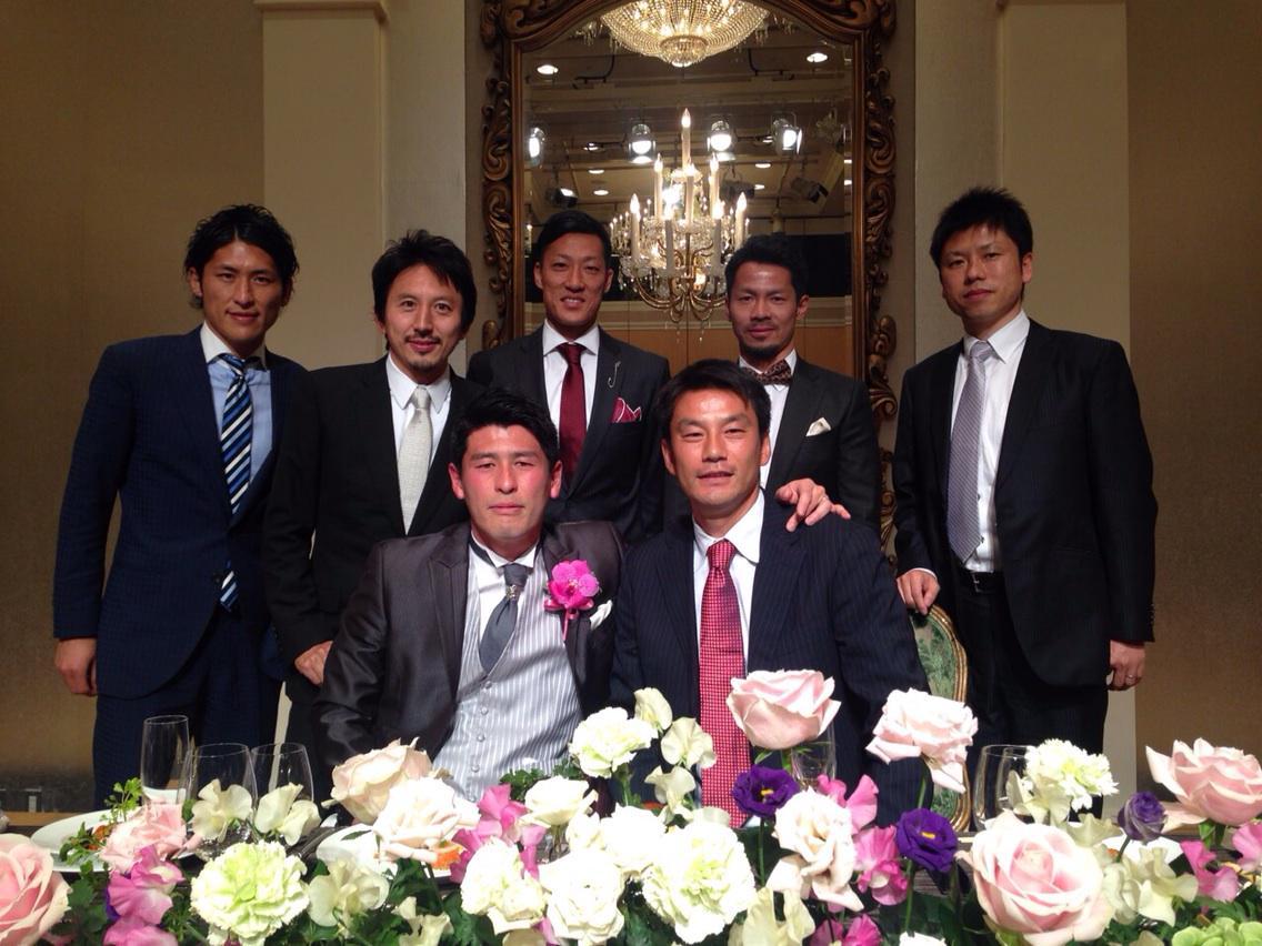 今日は大阪で、柏時代の先輩であるヨッシーさん(吉田宗弘)の結婚式に出席してます!(^。^)  やっとヨッシーさんが結婚してくれて、後輩としてホッとしました(笑) http://t.co/iDzZWSNyUM