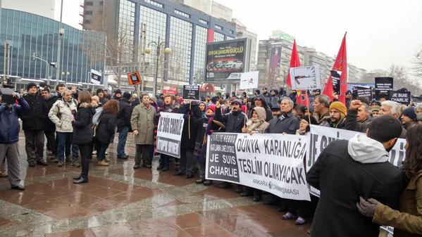 """Thumbnail for Canlı blog: """"Paris'te #ChalieHebdo Türkiye'de #Ayaktayız"""