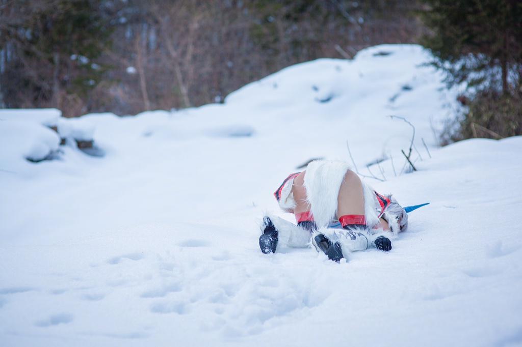 【コス写真】 昨日は初雪ロケでモンハンのキリン装備撮影してきた!モンスターを発見するもあえなくクエスト失敗するの図。  model:りむたさん(@0v0Rimuta0v0)