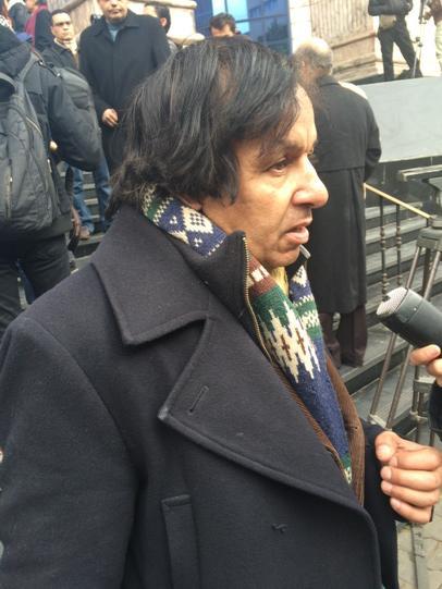 """""""La France est aimée par le peuple Egyptien, pas comme les US. Elle a une politique pro-arabe."""" Moustapha, Egyptien. http://t.co/hYUnnF3LGh"""