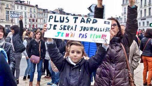 Plus tard, je serai journaliste. Je n'ai pas peur // Later, I'll be journalist. I'm not afraid. #marcherepublicaine http://t.co/aM8Fahrodt