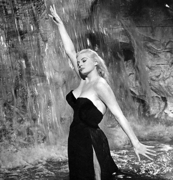 Anita Ekberg, who waded into Trevi Fountain in 1960's La Dolce Vita, is dead at 83. R.I.P. http://t.co/5VZs5mW9Qj http://t.co/Kj4LtdwrZg