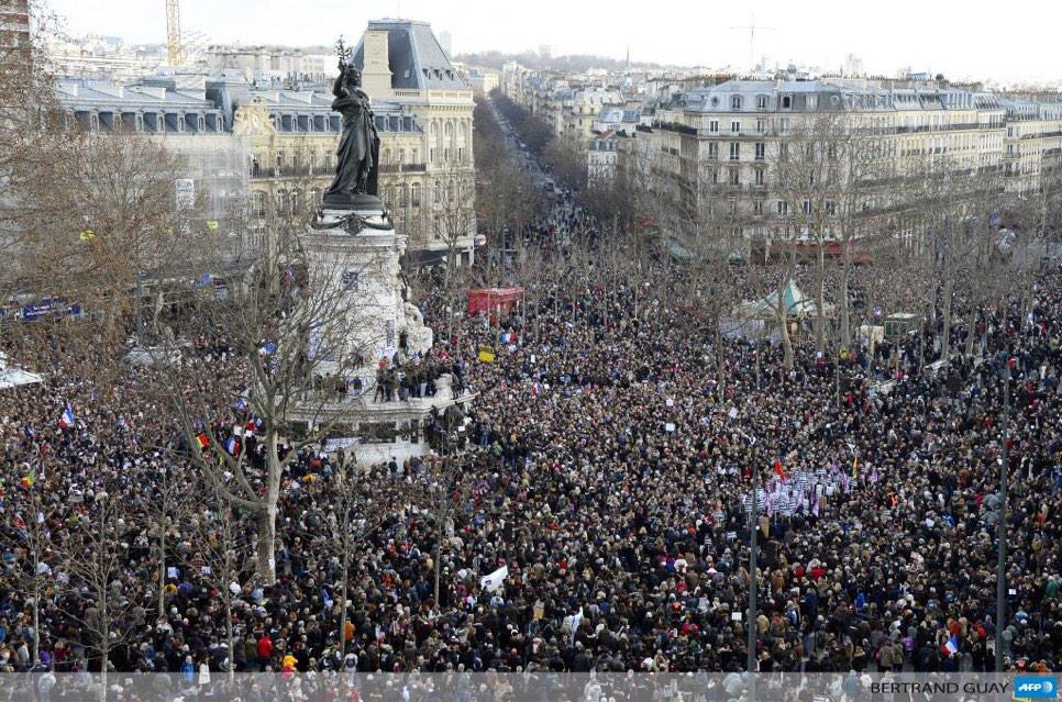 Enormous crowds in Paris as public & world leaders gather to stand up to terrorism #ParisAttacks #JeSuisCharlie http://t.co/ocoUIcKwei