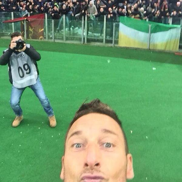 Foto Selfie Totti in Roma-Lazio 2-2