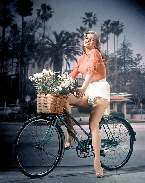RIP Anita Ekberg. It was a Dolce Vita. http://t.co/ZBDzQUG5xj