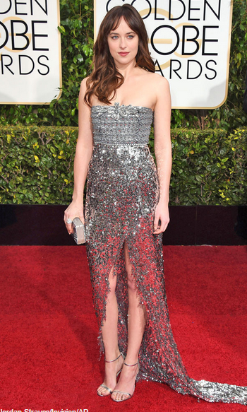 Ok, yes. I do like Dakota Johnson's dress. Lots of metallics on the red carpet, yes? #GoldenGlobes http://t.co/HgwDJCrZML